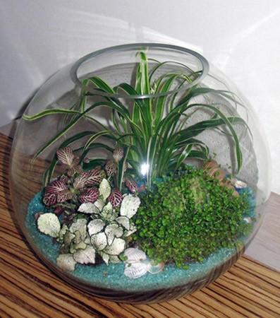 Искусственные цветы в аквариуме