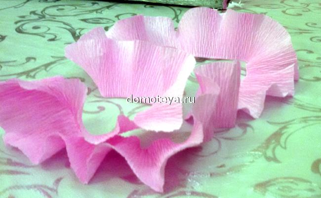 Цветы из крепированной бумаги для цифры 158